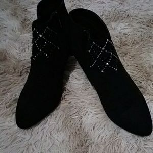 East 5th Women Black Ankle boots